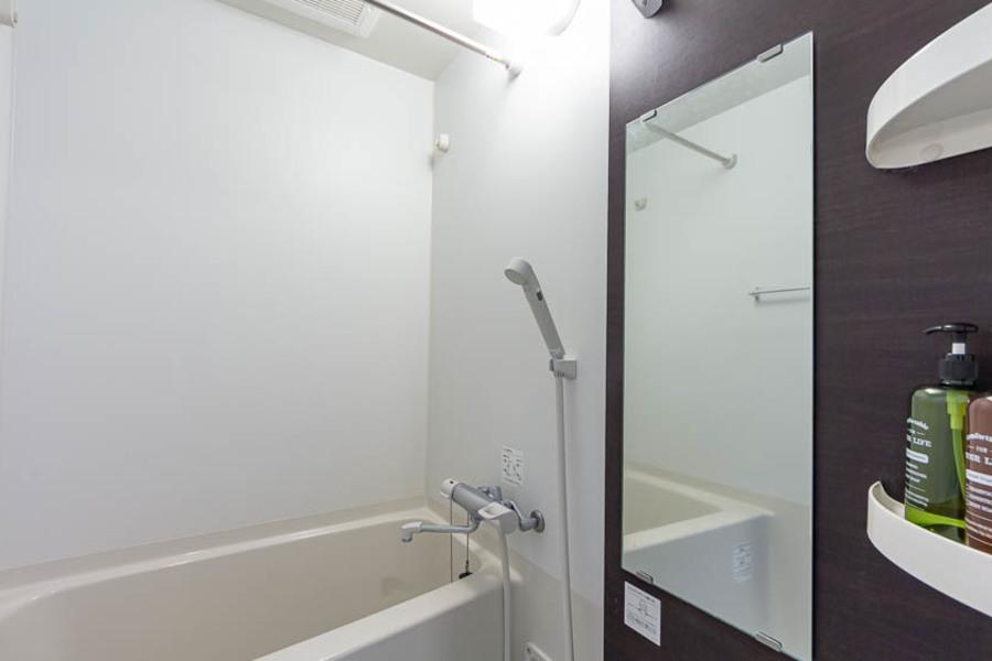 清潔にまとめられたバスルームです。