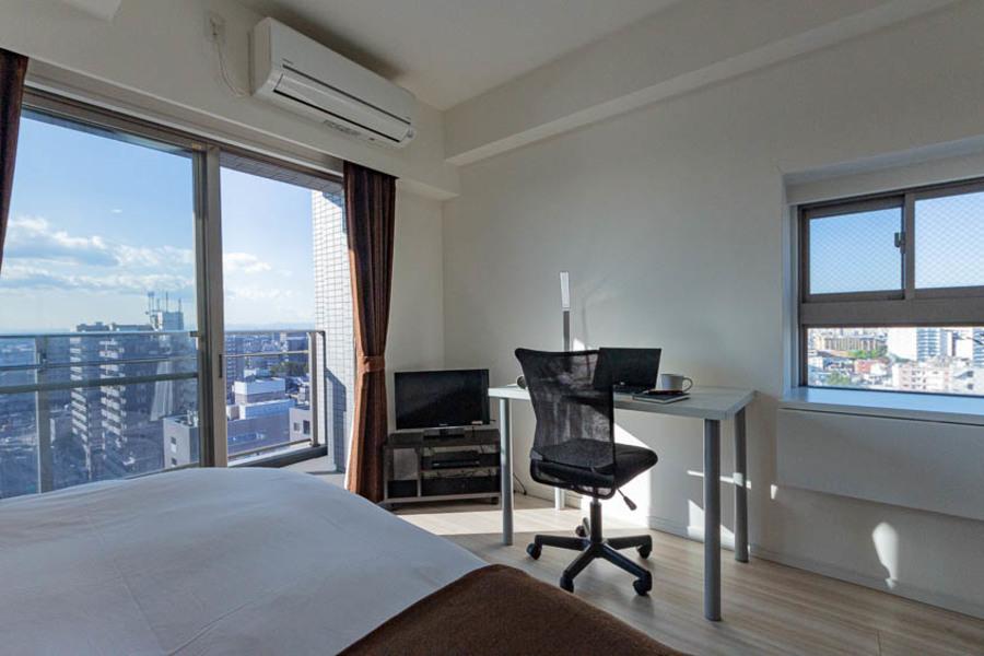 大きな窓で光が多く入り、とても心地の良いお部屋です。
