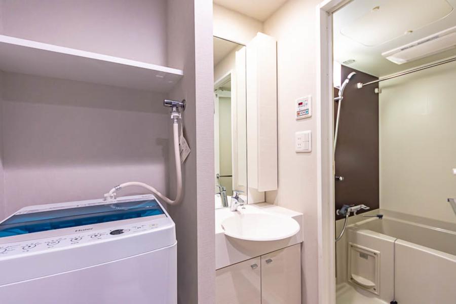 独立洗面で女性にもうれしいシャンプードレッサー付きです。