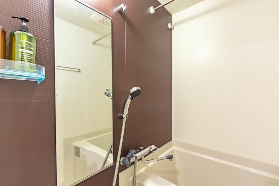 広いお風呂場で日々の疲れも洗い流しましょう。