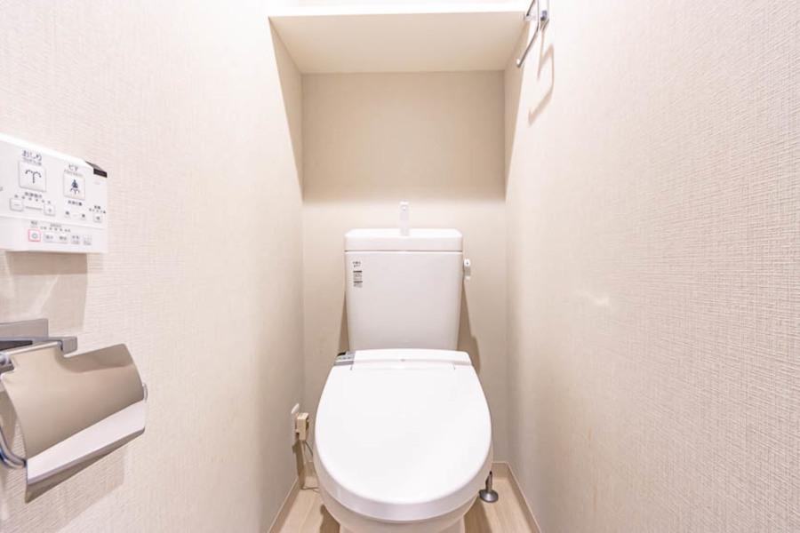 清潔感のあるトイレはシャワートイレ完備です。