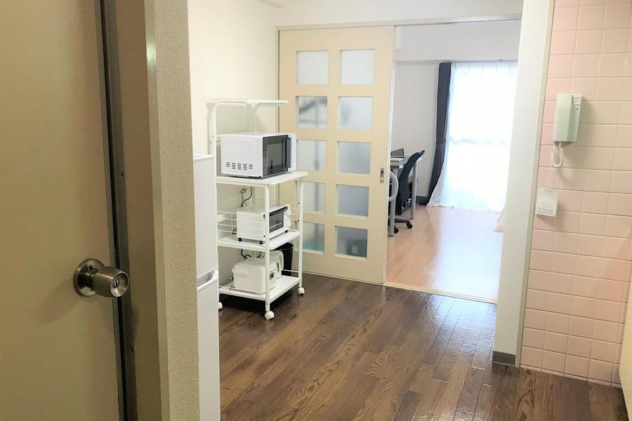 キッチン前の廊下は広々としたスペースで移動もスムーズ