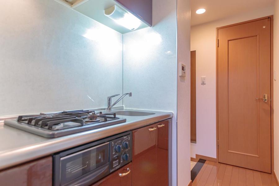 白を基調にしたシンプルできれいなキッチンです
