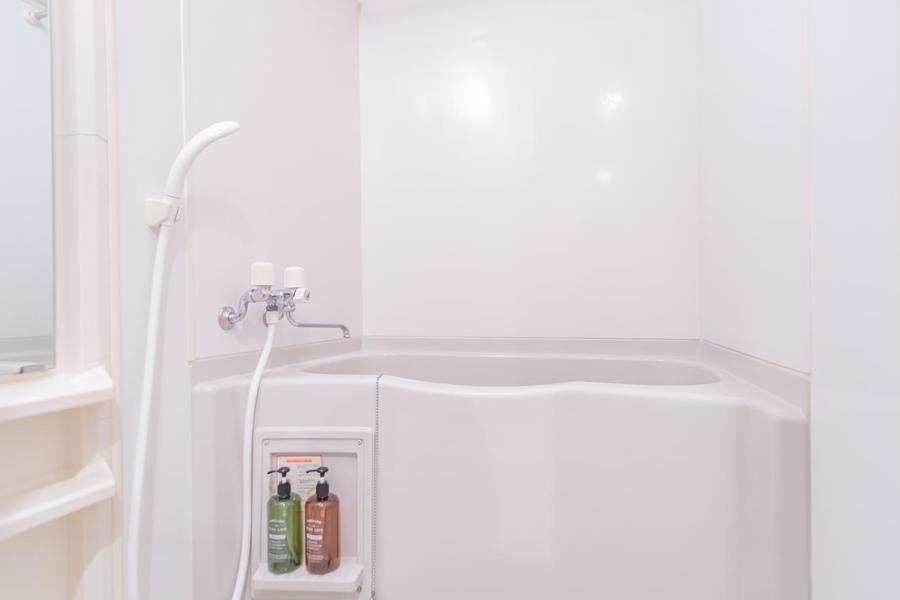 お風呂は白を基調とし、ゆったり疲れを癒せます。浴室乾燥機も完備です