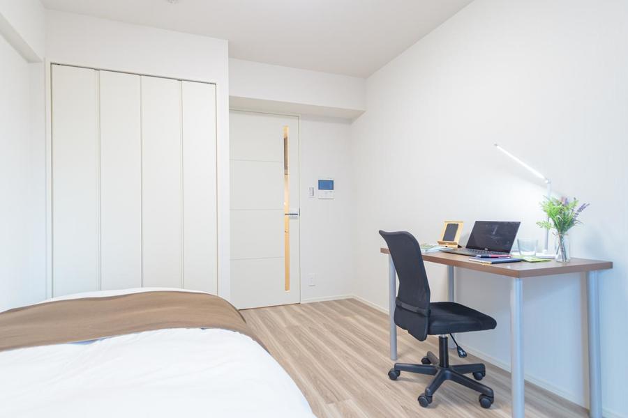 デスク&チェアをメインにシンプルな構成のお部屋です。