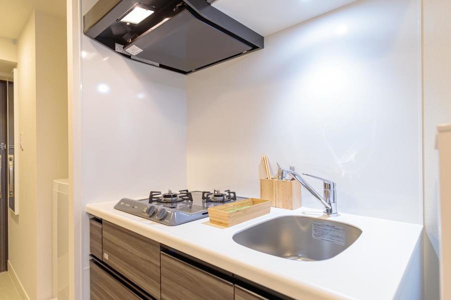 白を基調にしたきれいなキッチンですね