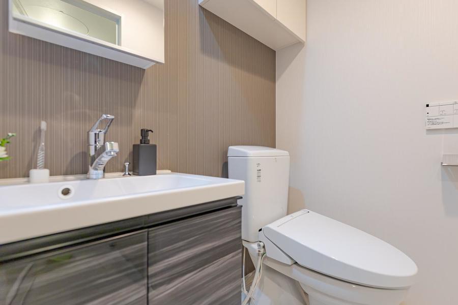 トイレは清潔感があり、温水洗浄機付きですよ。