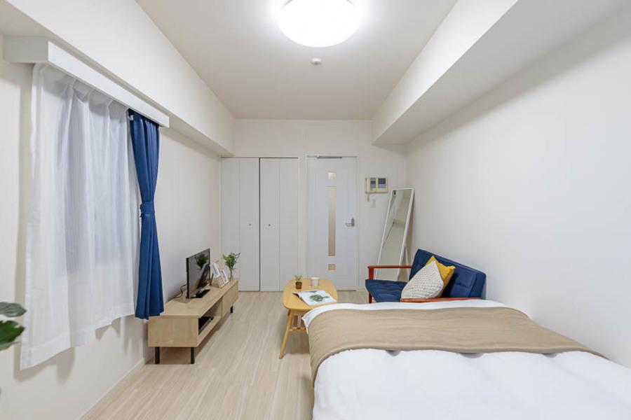 白をベースとした、清潔感のある部屋です。