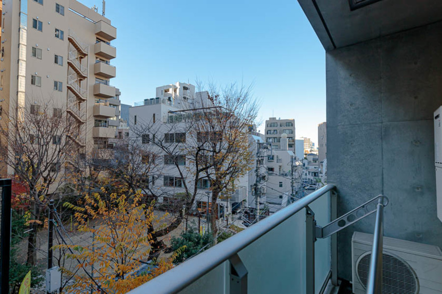テラスからは、渋谷とは思えない静かな公園が目に入ります。