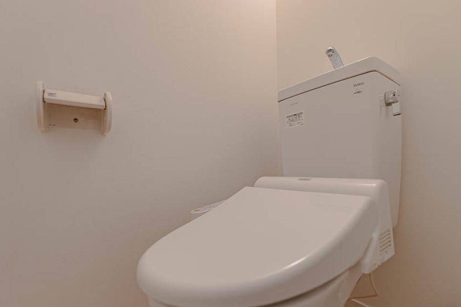 トイレは温水洗浄機付きです。