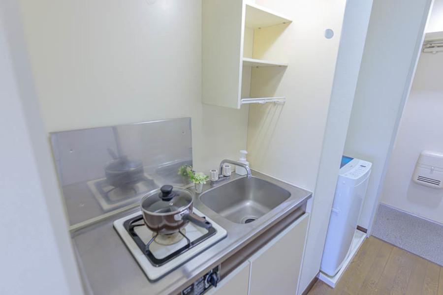 白を基調とした清潔なキッチンです。