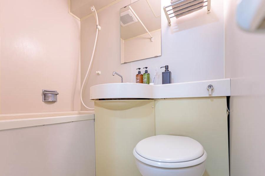 浴槽は比較的大きく、過ごしやすいです。