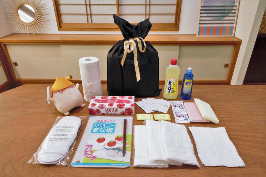 入居者様全員にプレゼント!数日はこのアメニティバッグのみでも過ごすことが出来ます。