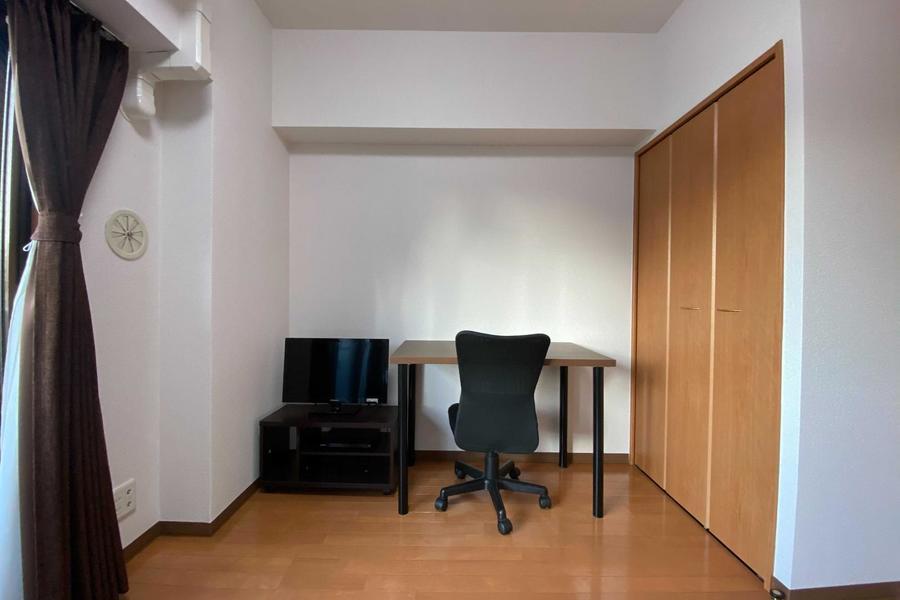 アットインスタンダードのデスク&チェアタイプのお部屋です。
