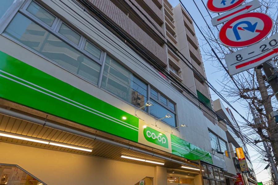 本駒込駅から徒歩3分でスーパーもございます。