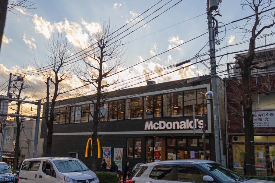 本駒込駅近辺にはマクドナルドや中華料理屋など、お食事できるポイントが豊富です。