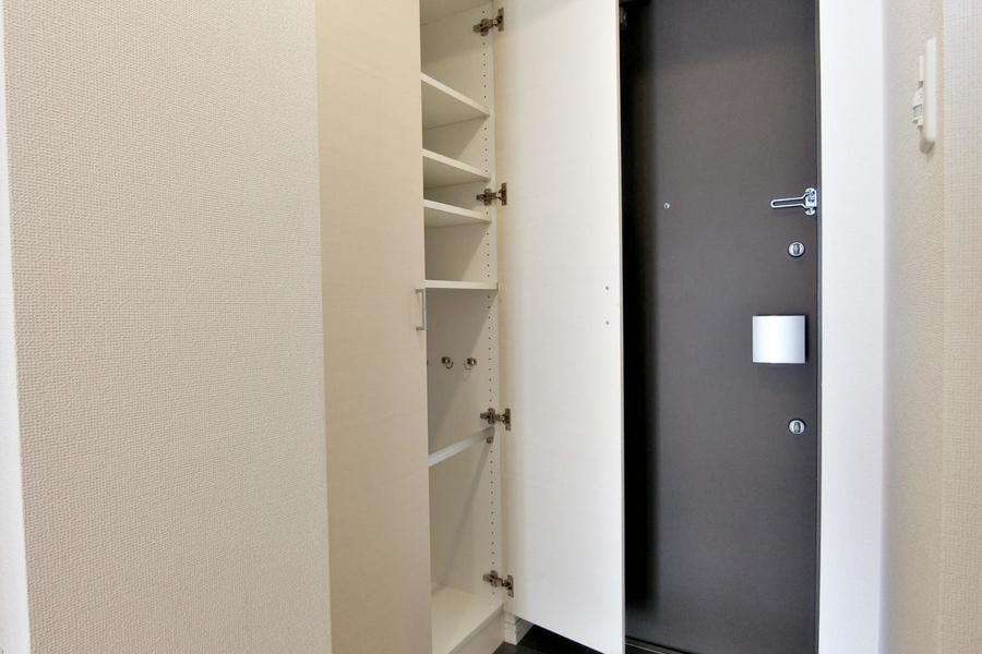玄関には大きなシューズボックスもあり、靴の収納には困らないですね!