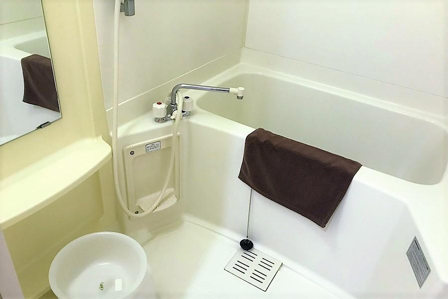 浴室はゆっくり寛げる広さです