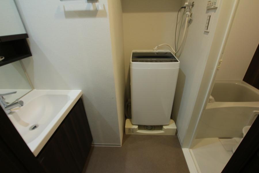 独立洗面台・洗濯機置き場