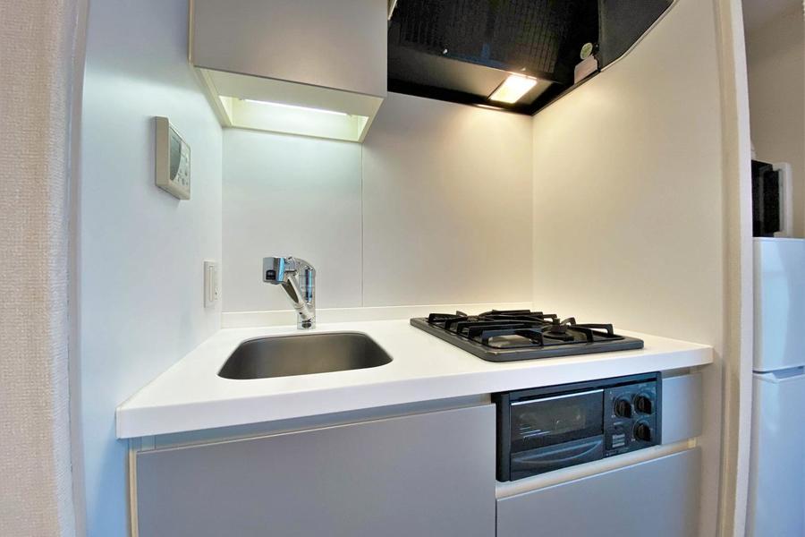 キッチンはガスの2口コンロで、料理される方でも安心です。