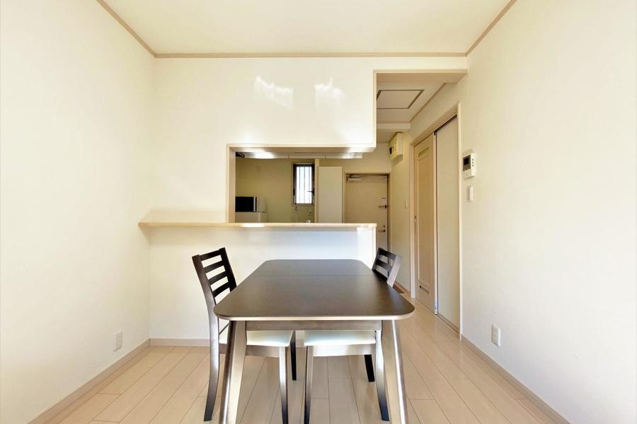 キッチンカウンターとダイニングテーブルがいい組み合わせです。