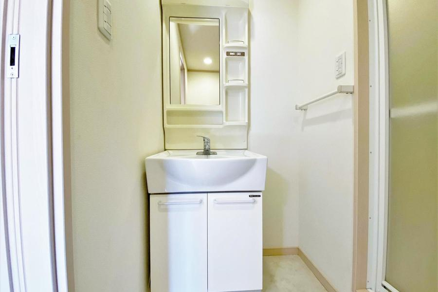 独立洗面台のある物件となります。