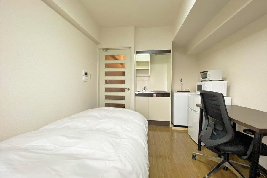 キッチンや洗濯機が居室にございますが、お部屋は比較的広めとなっております。