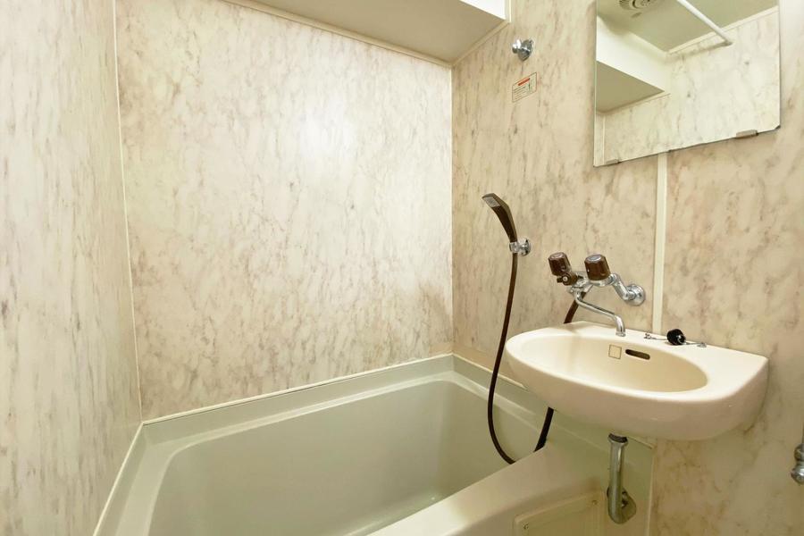 浴槽は広めで、UBでもストレスを感じません
