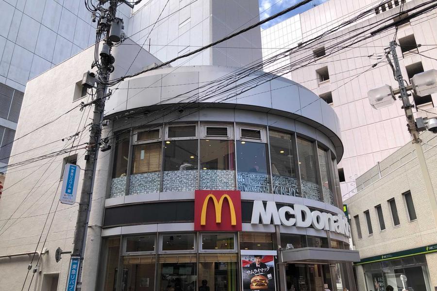 駅の側のはマクドナルド!!