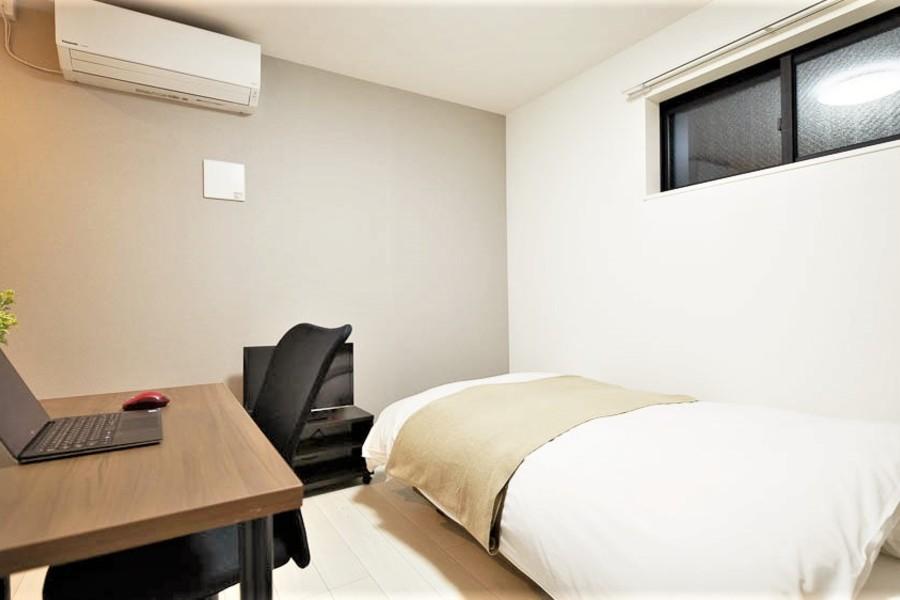 ベッドと机が入っていても十分な広さのお部屋でした!