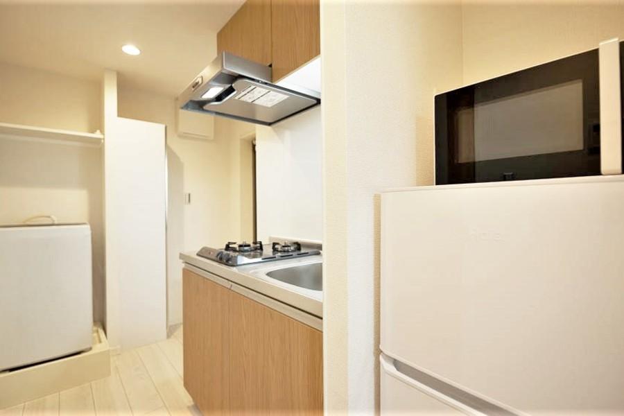 キッチンには冷蔵庫、電子レンジも完備!洗濯機もございます!