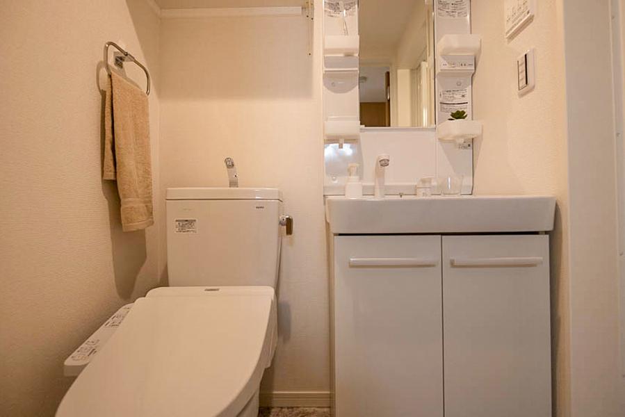 【Bタイプ】嬉しいウォシュレット付きのトイレに清潔感がある独立洗面台です☆