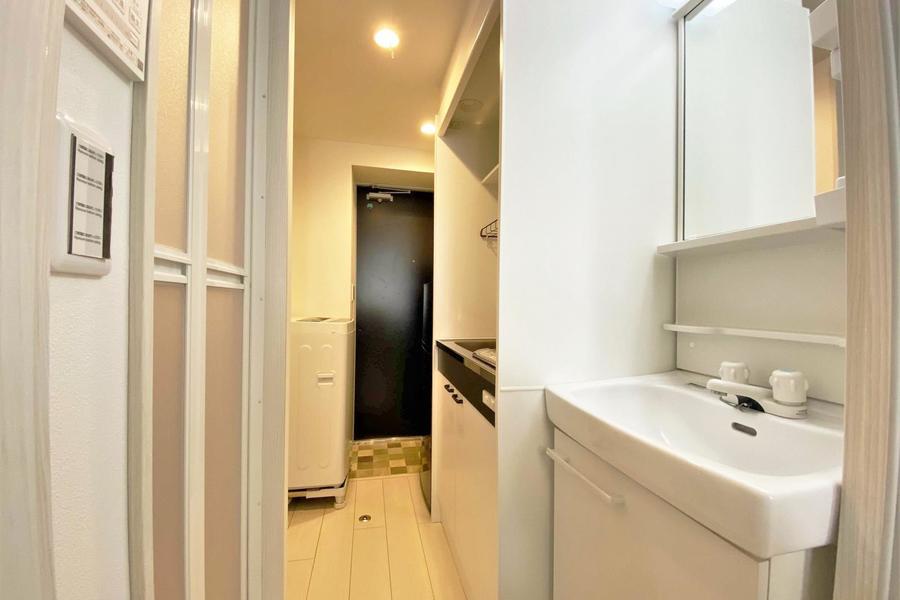 廊下一体ではありますが、独立洗面台があり、女性にも嬉しいです!