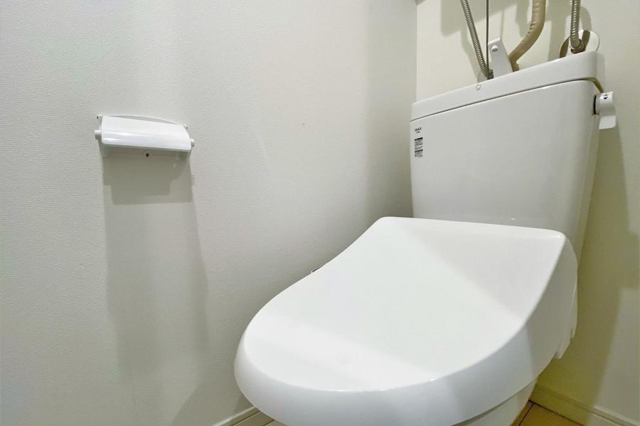 トイレは嬉しい温水洗浄機付きのトイレとなります。