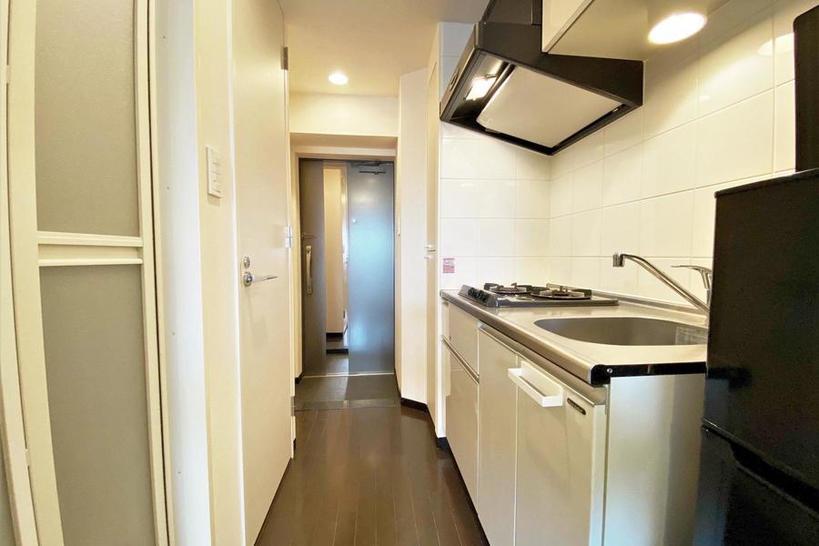 廊下と一体型のキッチンとなっております。