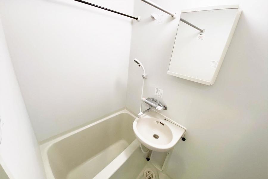 お風呂は広めで使いやすいお部屋です。