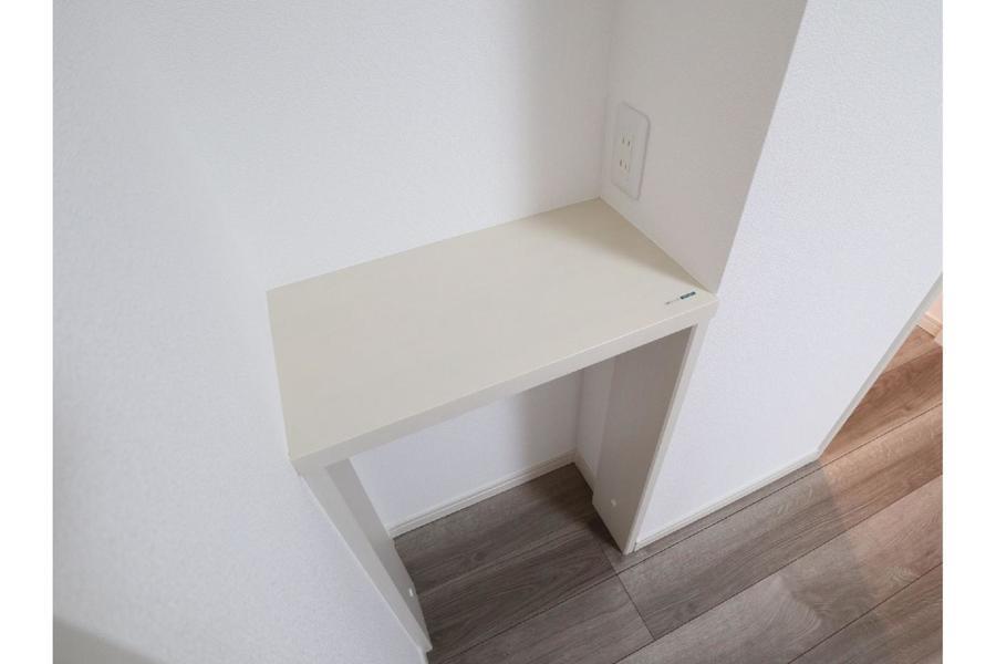 インターホン横にはちょっとした棚もあります