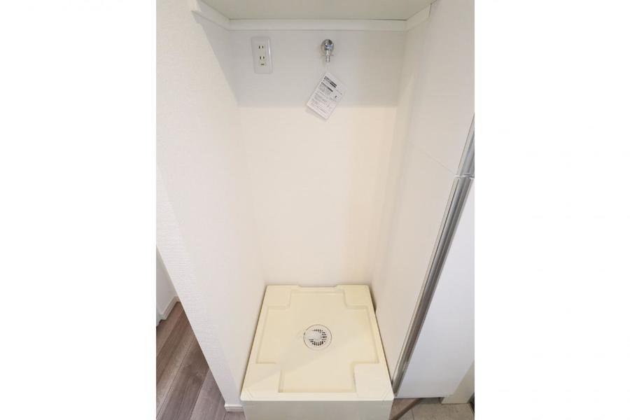 室内洗濯機置き場上部には洗剤置きにも使える棚が既設