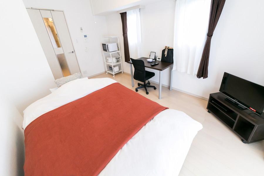 8帖のお部屋はゆとりある広さ。長期のご滞在でも安心です