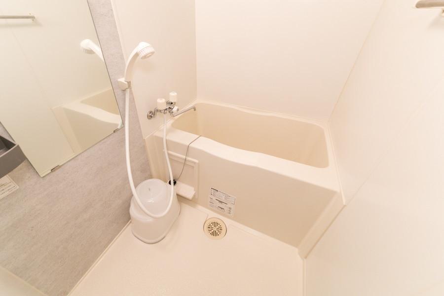 お風呂はコンパクトサイズながら、浴室乾燥機付きの優れもの