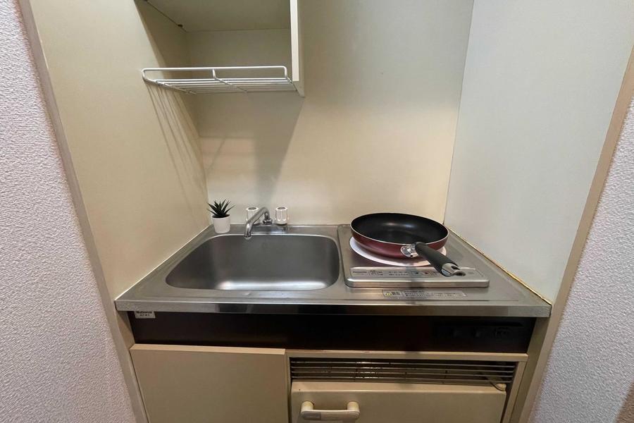 コンパクトなキッチンにIH一口コンロあり。