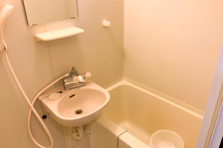 広く清潔感のあるお風呂。毎日の疲れを癒やしてくれる空間です