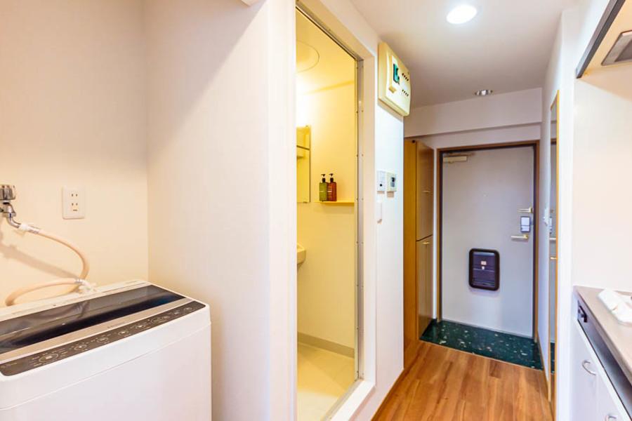 洗濯機は入り組んでいるので、廊下を広く使うことができます