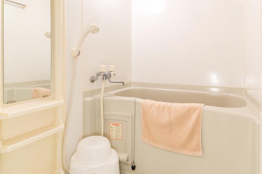 お風呂はコンパクトなサイズながら、浴室乾燥機つきの優れものです