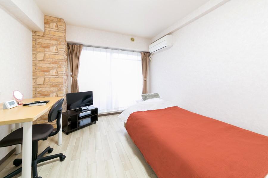 シンプルな6帖ルーム。過ごしやすいフローリングタイプのお部屋です