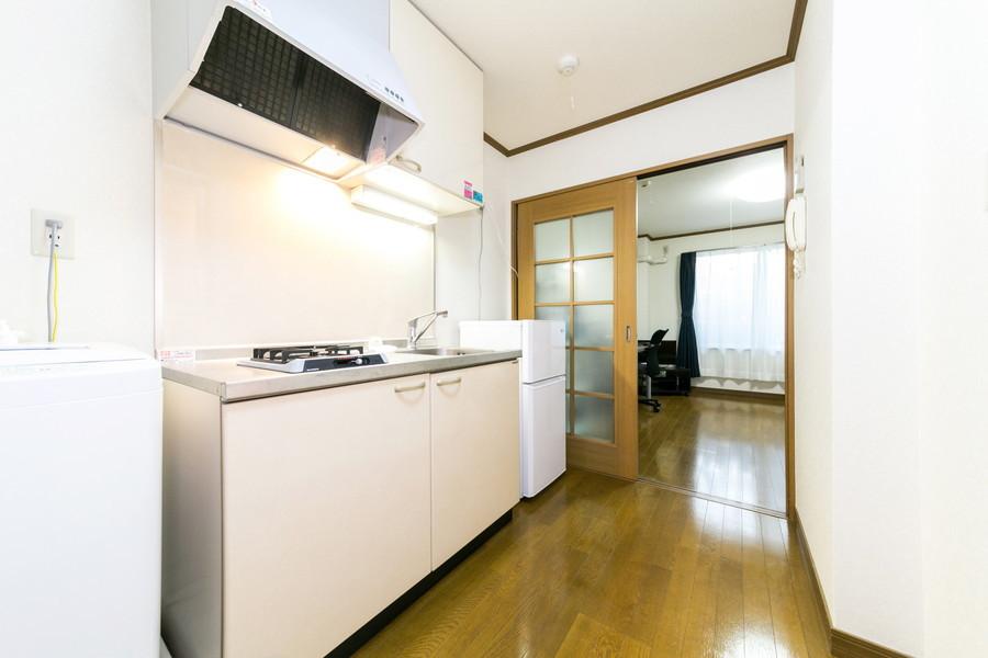 キッチン前の廊下は広く取られているから作業もラクラク