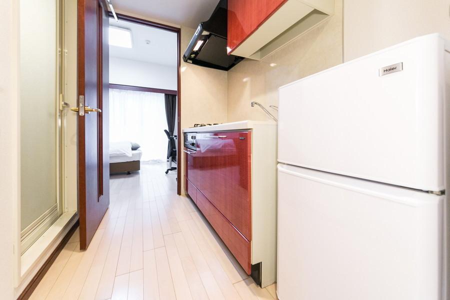 廊下と室内は同色のフローリングで統一