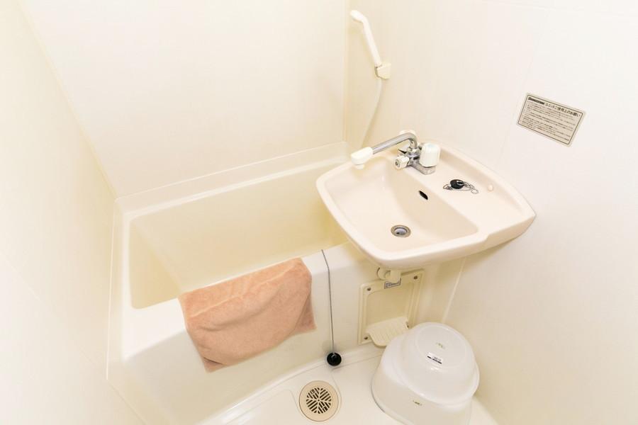 お風呂はコンパクトサイズながら浴室乾燥機能つきの優れもの!