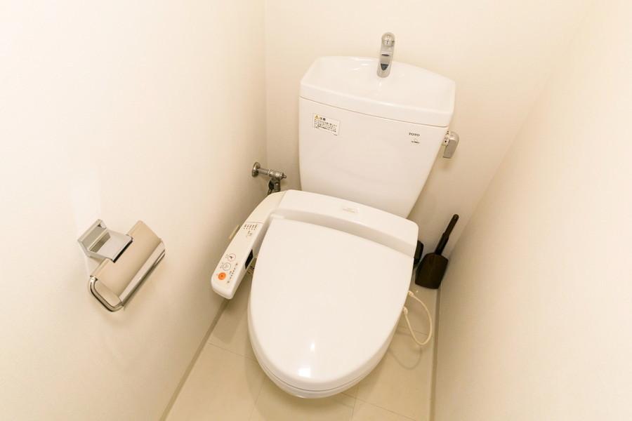清潔感あるお手洗いはシャワートイレタイプ