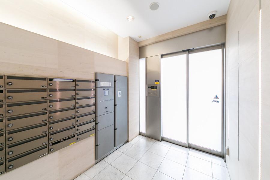 人気設備のオートロックや宅配ボックスを完備